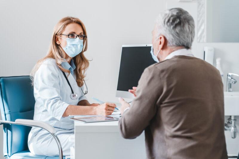 Distributeurs d'équipements santé : les bonnes raisons de proposer la location et l'abonnement à vos clients praticiens ou particuliers